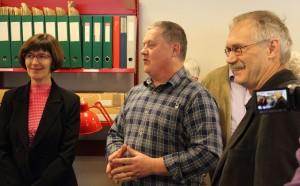 Arkivleder Birte Broch, Formand for Skovbo Lokalhistoriske Forening Bent Jellesmark og Kulturudvalgsformand Erik Swiatek
