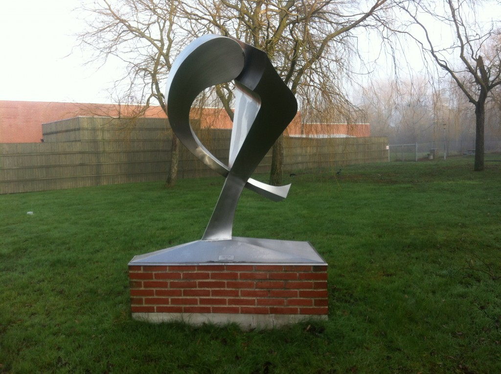 Skulptur, vartegn for Køge Tekniske Skole, Boholtevej 95