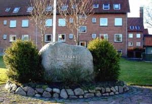 Mindesten for borgmester Niels Albrechtsen, hjørnet af Kløvervej og Astersvej