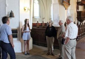 Børnekonsulenterne fortalte om kirkens inventar
