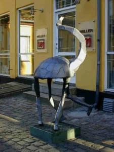 """Skulptur """"Den dansende Skildpadde"""", Torvet 19"""