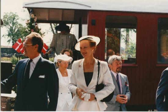 dronningen-med-veterantoget