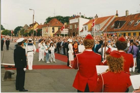 dronnongen-paa-havnen-1988