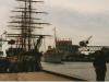 Kongeskibet Dannebrog på vej i havn 1988.