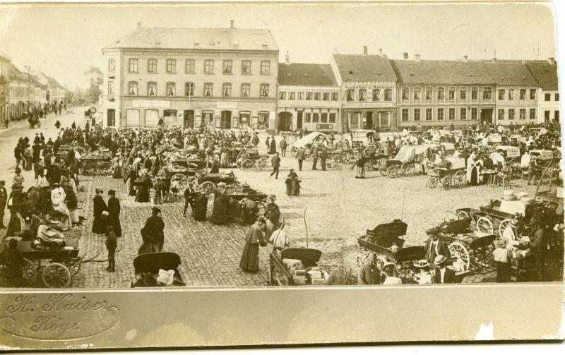 1_Torvedag_ca_1905
