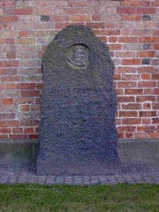 Mindesten over biskop Jesper Brochmand, Køge kirkes nordre mur
