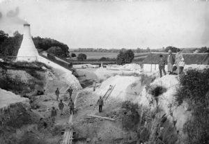 Herfølge Kalkgrav 1910. Kalkgraven er i dag en del af Herfølge Kirkegård. Foto fra arkivets samlinger.