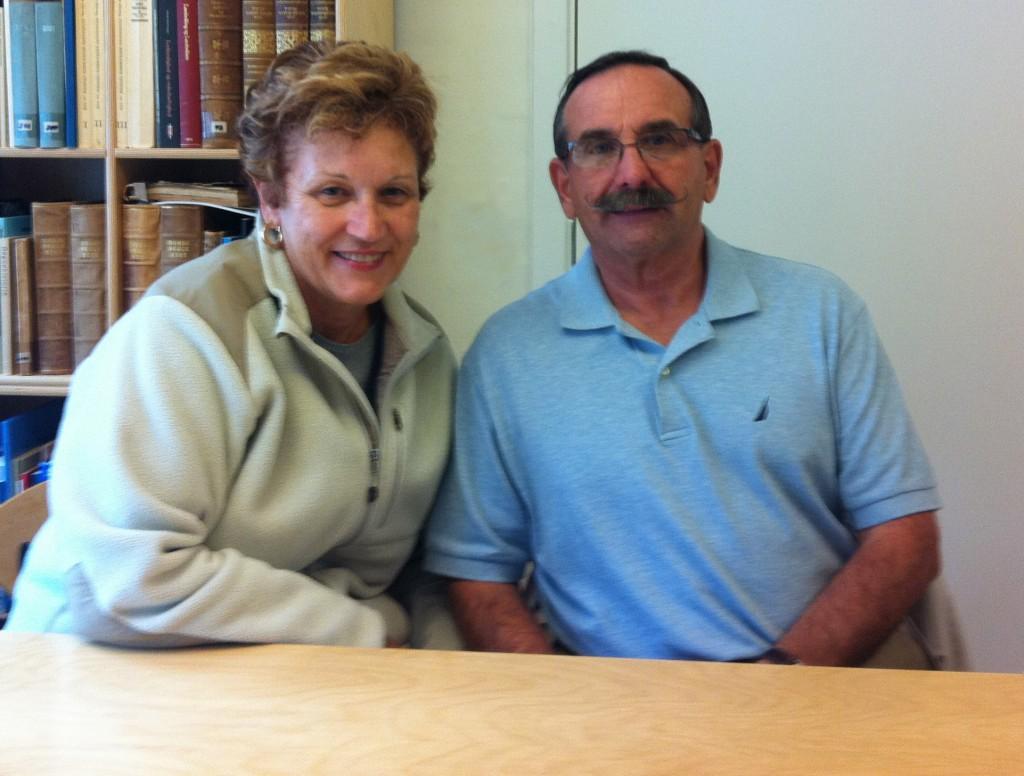 Neil og Bonnie Jacobsen fra USA besøgte byarkivet for at finde deres aner.