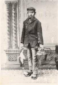 "Niels Nielsen var en varm fortaler for krybskytteri og levede under mottoet: ""Vildtet er for alle, lad bare bøssen knalde""."