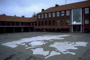 Danmarkskort i asfalt, Herfølge skolegård, Billesborgvej 1.