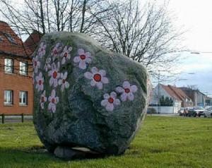 Sten af Paul Gernes, hjørnet af Københavnsvej og Ringvejen