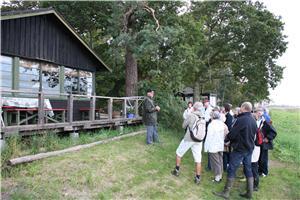 Ole Søndergaard tog fat på barndomsminderne foran hytte nr. 49, som var familiens fra 1935-1974.