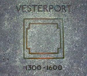 Mindeplade for Køges tidligere byport – Vesterport - ved Vestergade 34/39